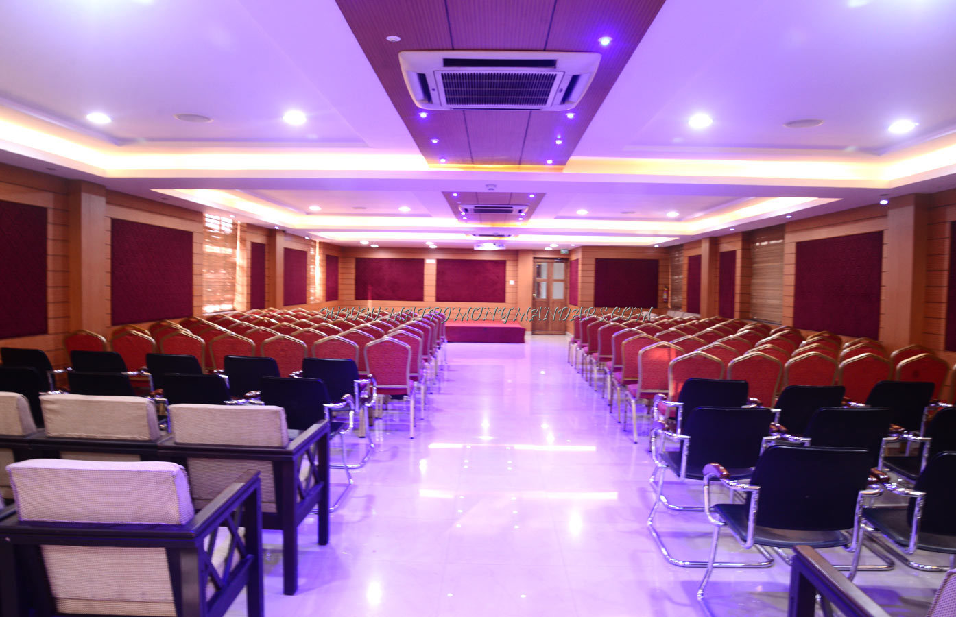 Find the availability of the Nandanam Park Navaratna (A/C) in Palayam, Trivandrum and avail special offers