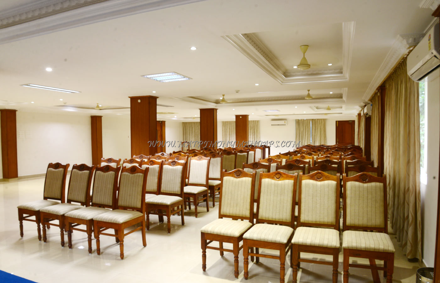 Find the availability of the Hotel Asliyya Grande Zignature (A/C) in Attingal, Trivandrum and avail special offers